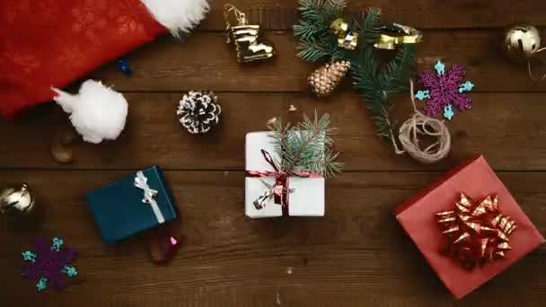 žena s vánoční dárek