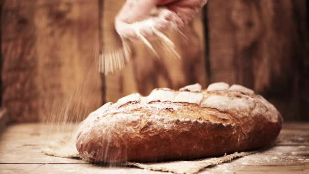 Pék, friss kenyérrel