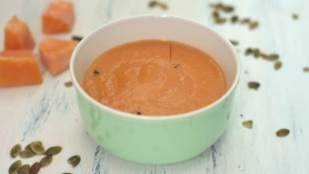 Dýňová polévka s koprem