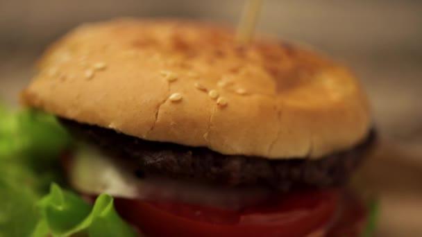 Lahodné hovězí burger