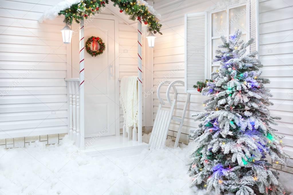 Decorazioni Natalizie Esterno Casa.Esterno Di Inverno Di Una Casa Di Campagna Con Decorazioni Di Natale