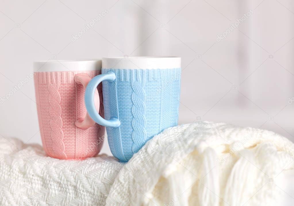 Paar Tassen Mit Stricken Muster Pink Und Blau Farbe Sind Auf Die