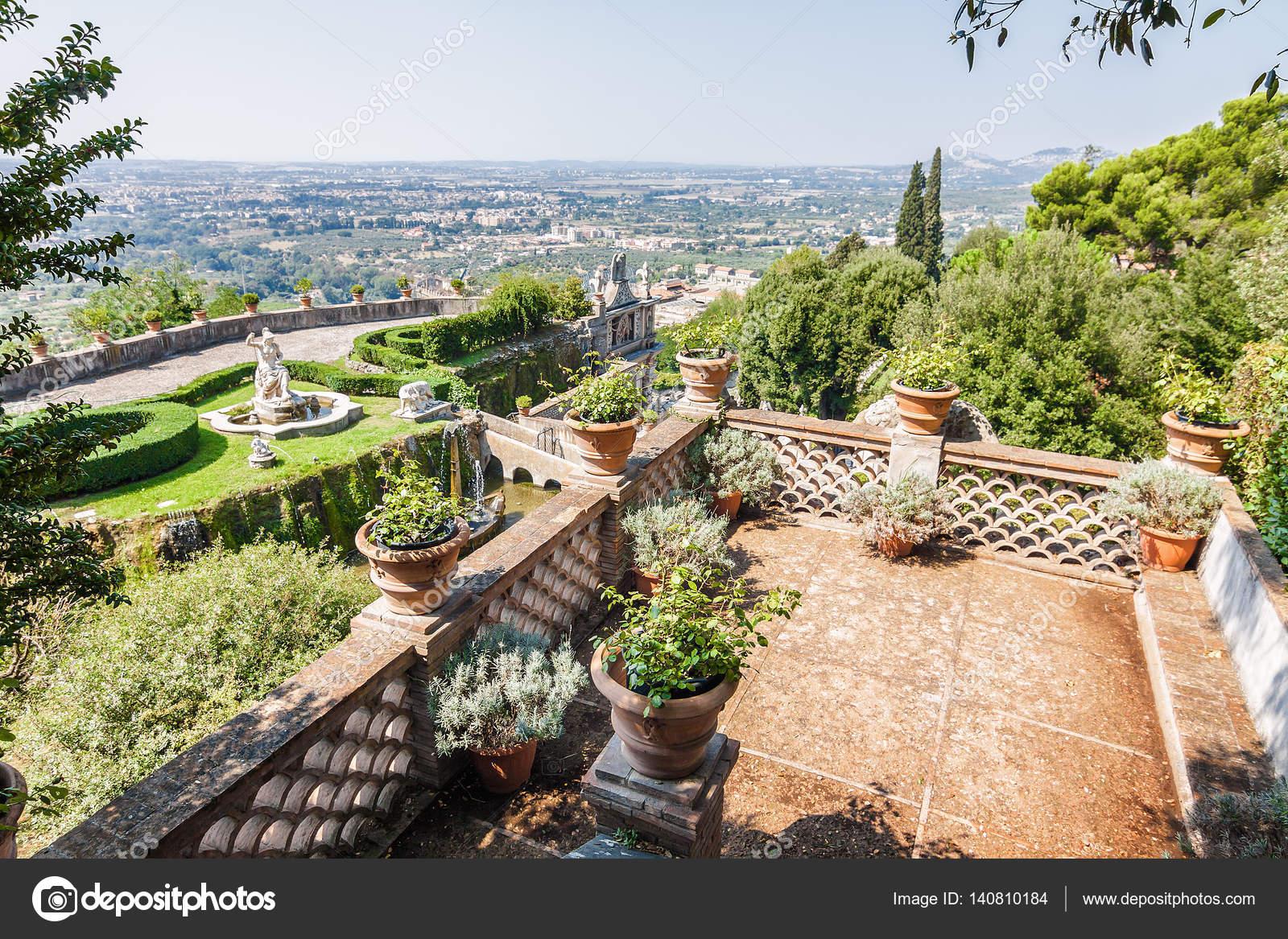 Vue Ensoleillee Du Jardin De La Villa D Este Tivoli Pres De Rome