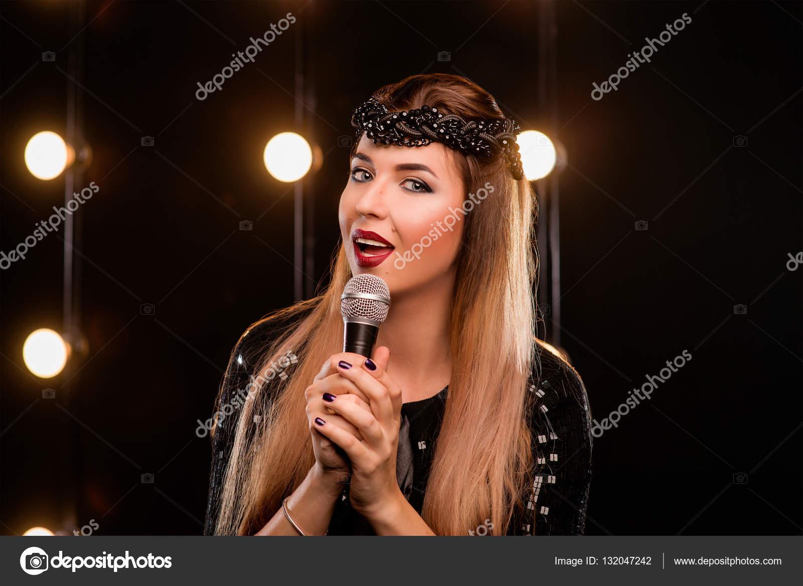 Платья девушка красивая песня