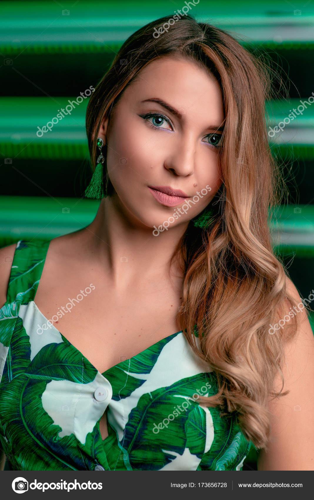 Maquillaje para in vestido verde