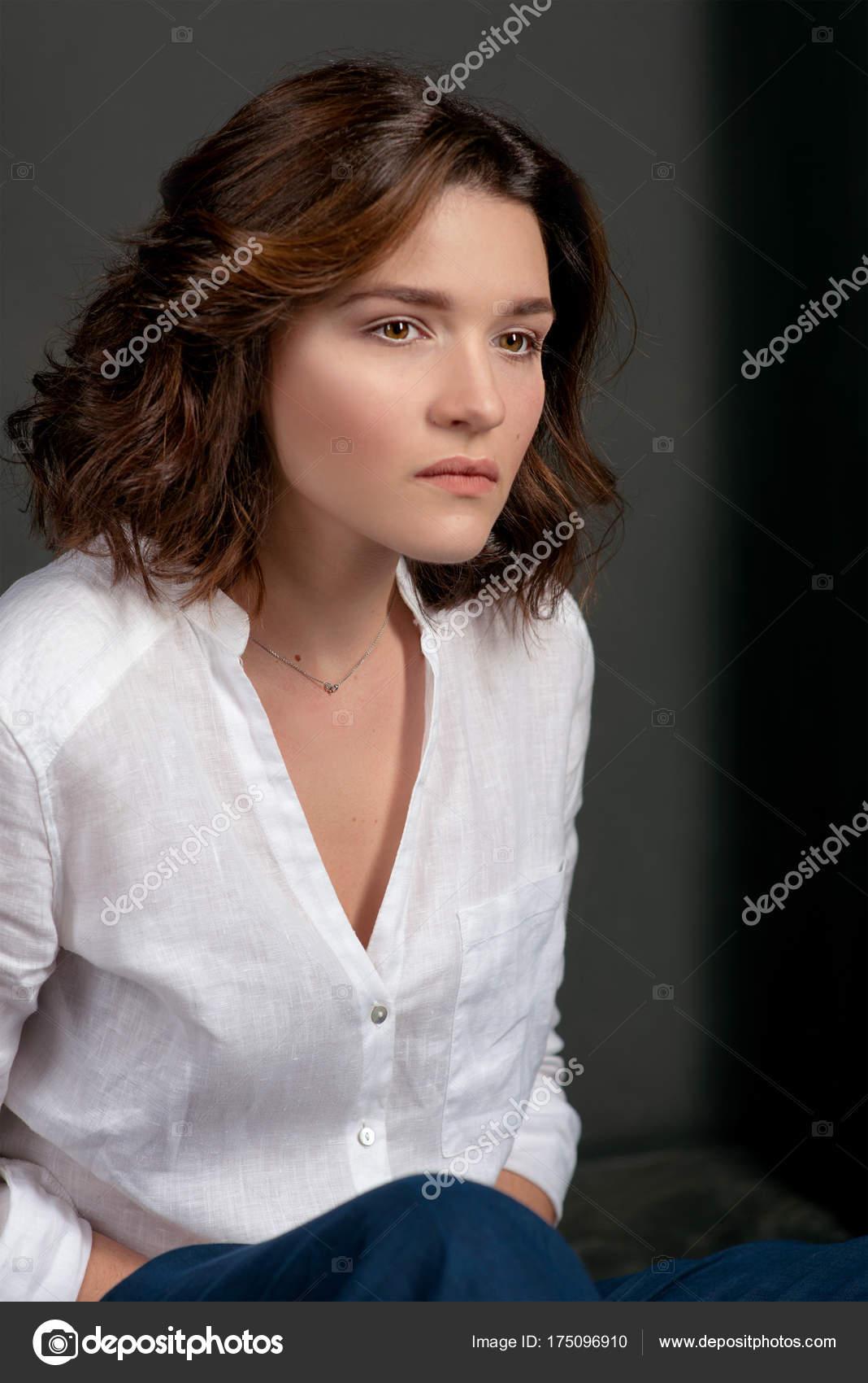 Portraite Der Jungen Schönen Traurige Frau Schauspielerin