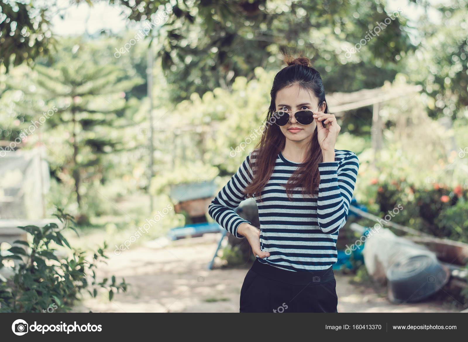 Avec Lunettes Fashion Hipster Soleil Style Concept De Femme yOP8nwvmN0