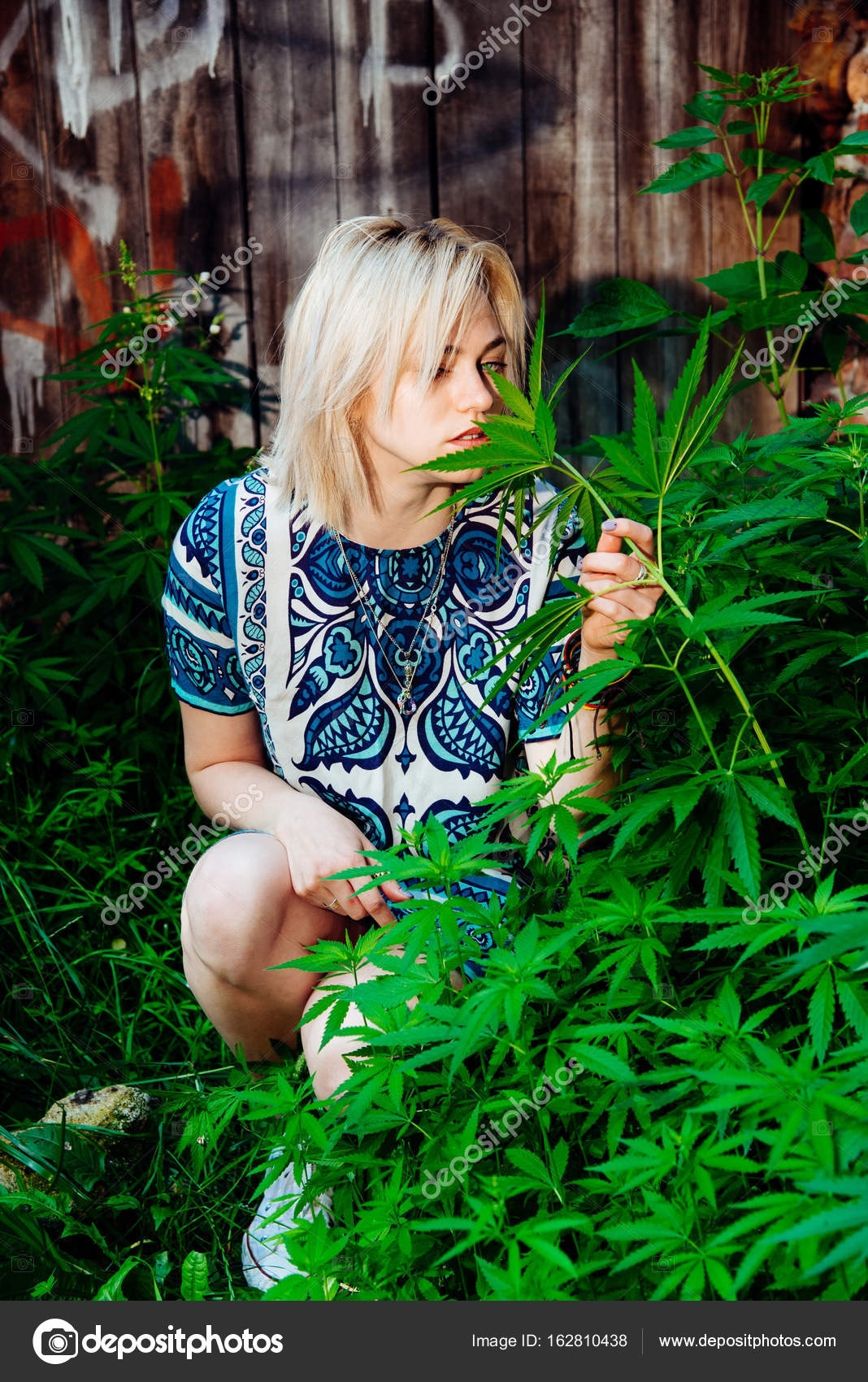 Картинки девушек и конопли как выглядит шишка марихуаны