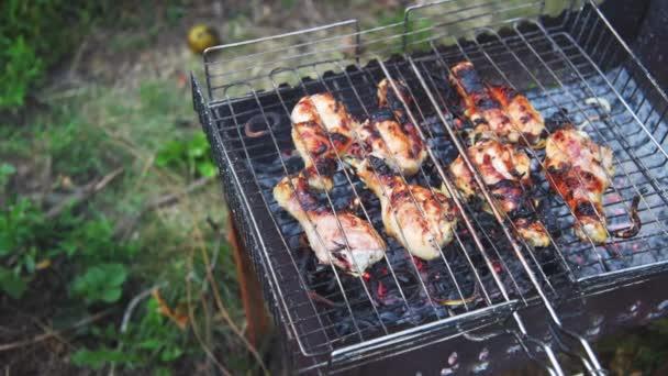 ropogós csirkelábak szénen grillezett grillsütőben esténként