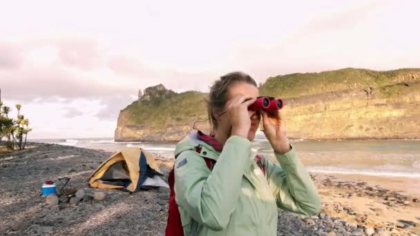 K medium der wanderer während der freizeit im urlaub camping in