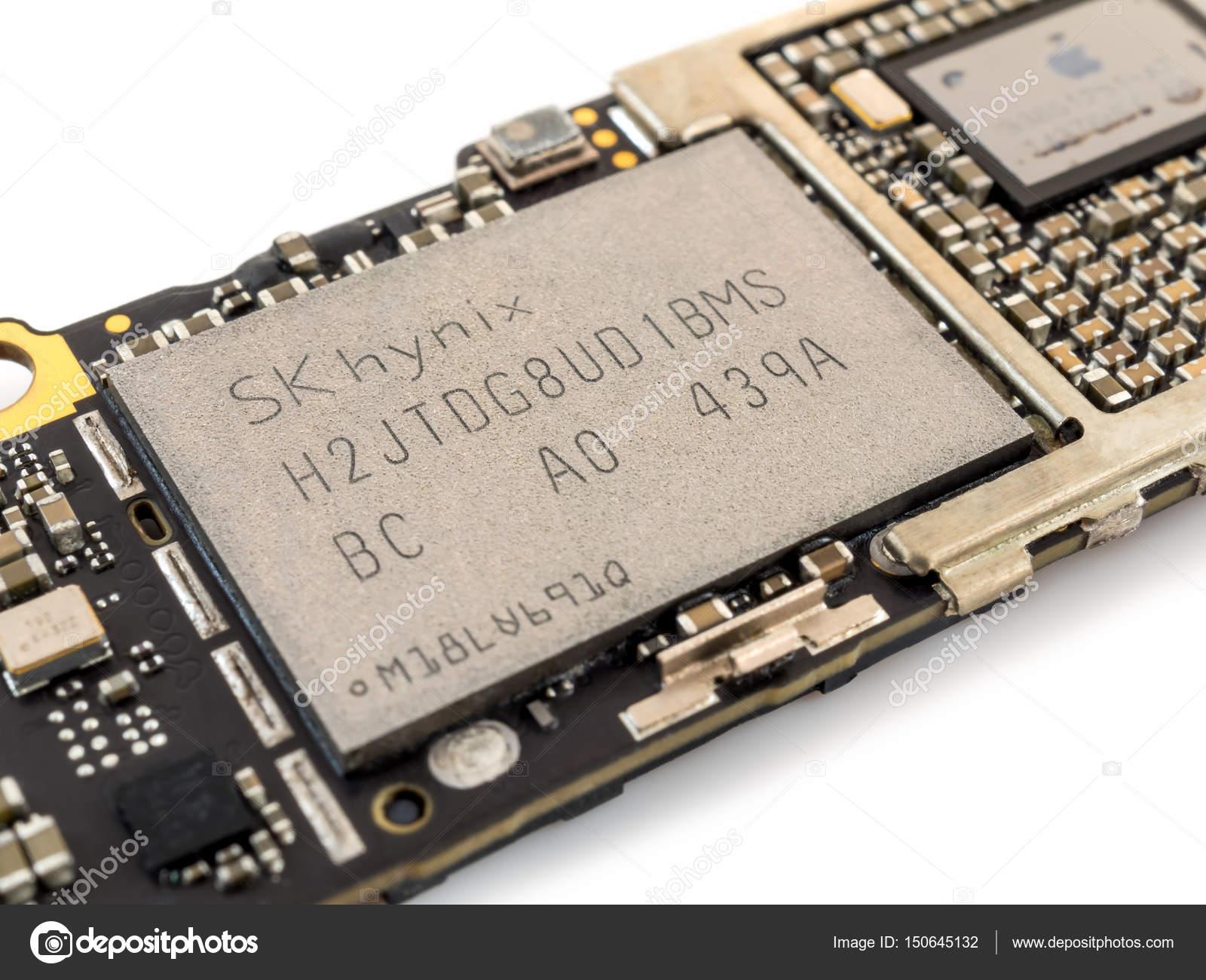 Apple Iphone 6 Nand Flash Ic Chip Stock Editorial Photo Poravute Siriphiroon 150645132