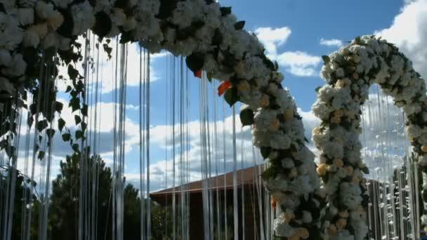Ceremonie van decoratie van het huwelijk bloemen voor ceremonie