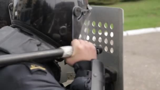 The police are defending themselves with shields, suppresses the rally