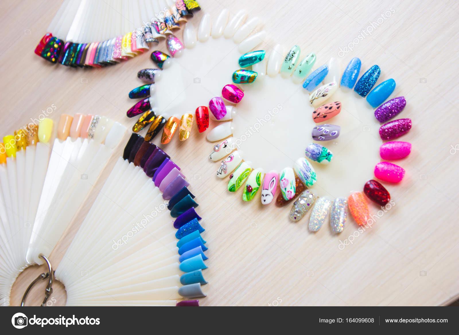 French bureau inspirant french manucure pailleté nail art