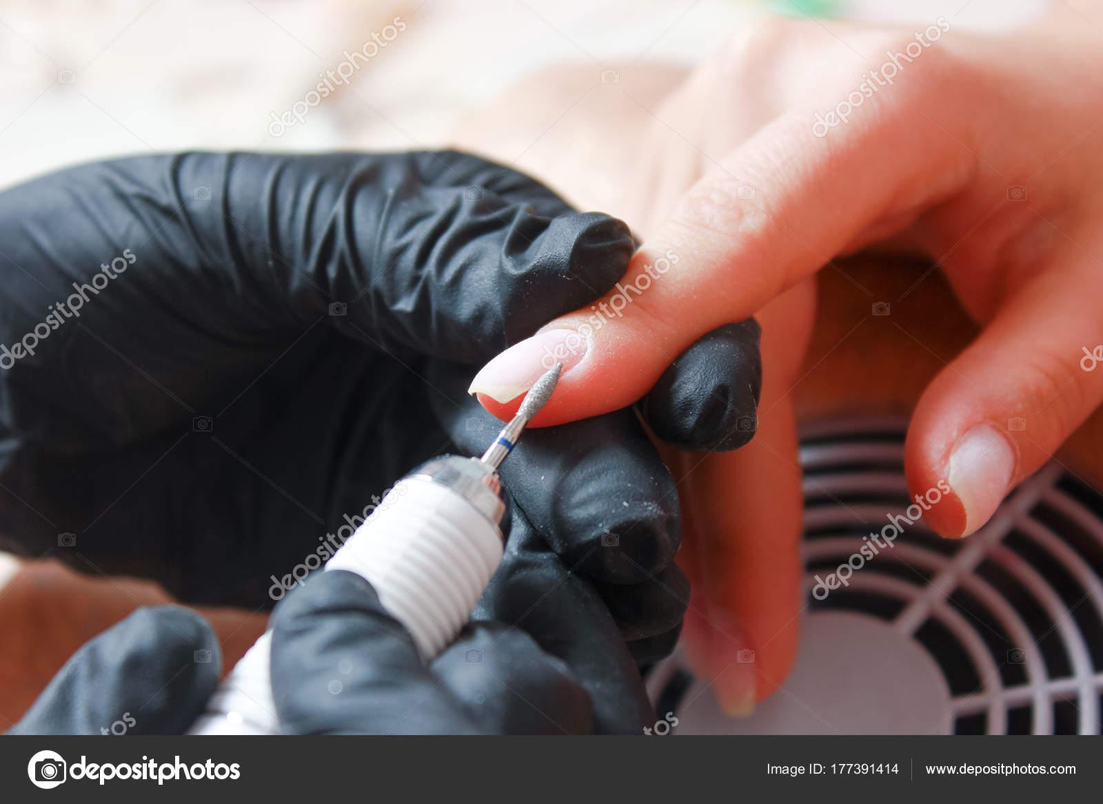 Mujeres manicure, manicura mecánica, cuidado de la mano — Foto de ...