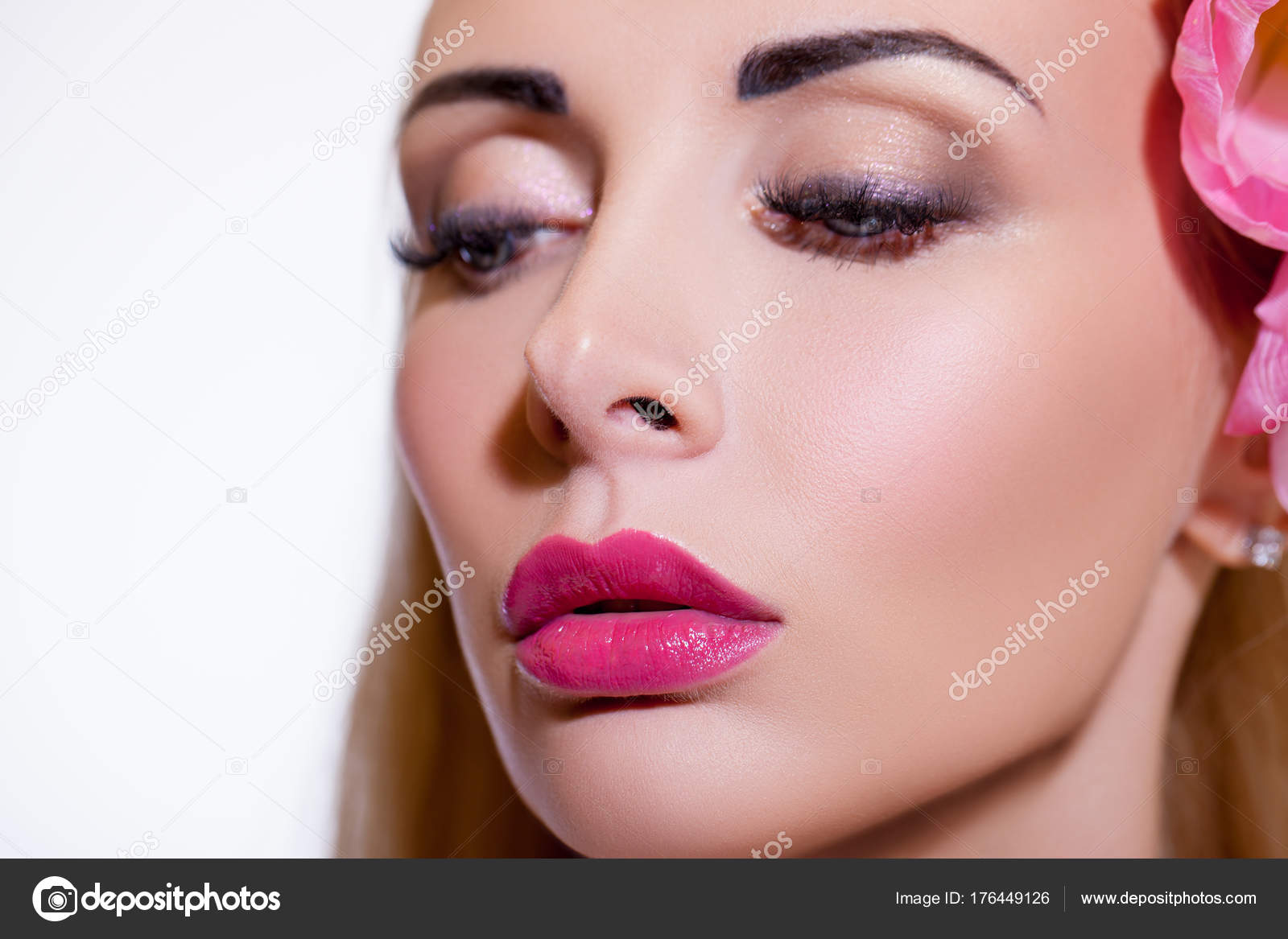 фото лица девушек с макияжем и прической
