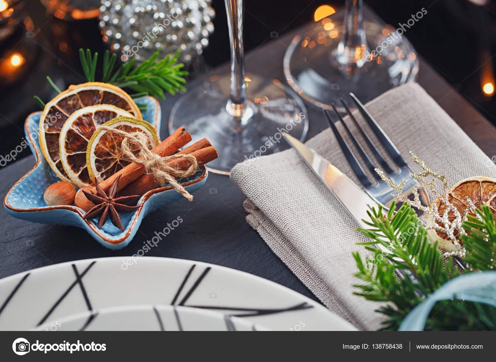 Winter Tischdekoration Mit Weihnachtsdekoration Stockfoto C Svitt
