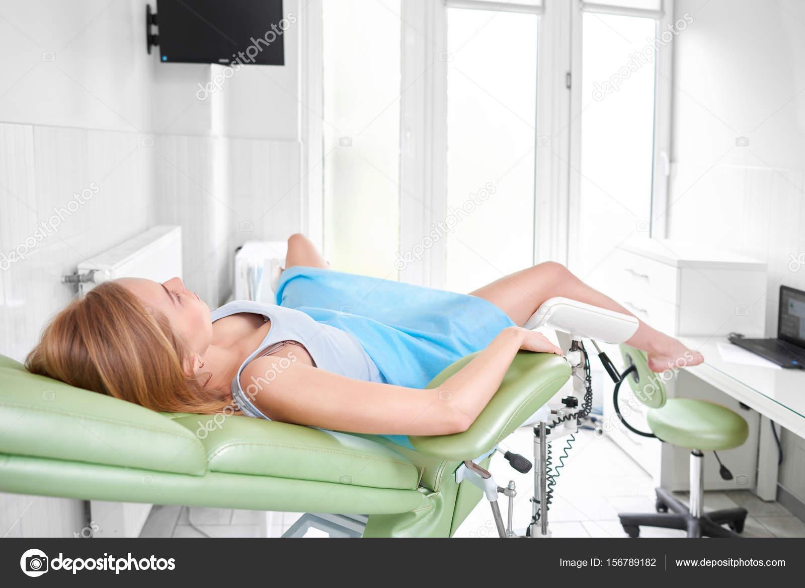 Смотреть онлайн гинеколог с пациенткой сообщение