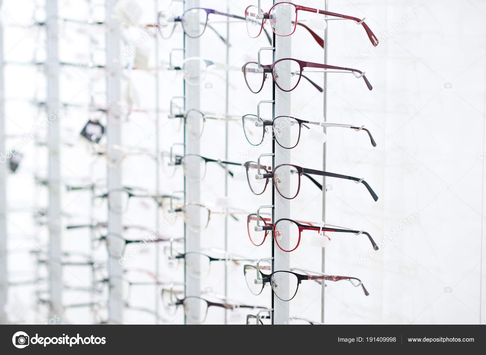 4d4842d989 Στο πλευρό της οπτικής γυαλιά — Φωτογραφία Αρχείου © serhii.bobyk ...