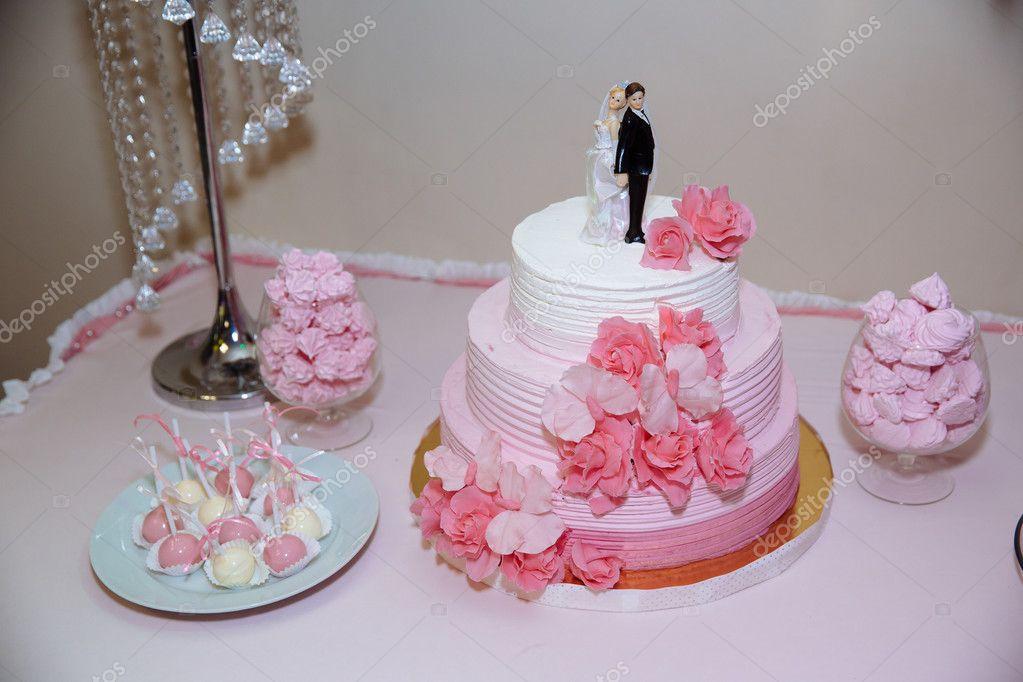 Hochzeitstorte Schokoriegel Eibisch Auf Dem Tisch In Eine Vase