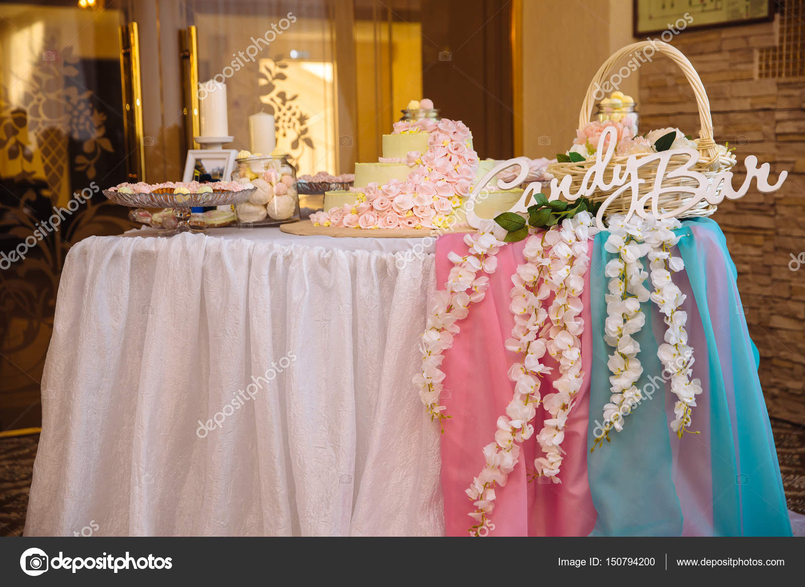 Candy bar. Table with sweets, candies, dessert — Stock Photo © rmano ...