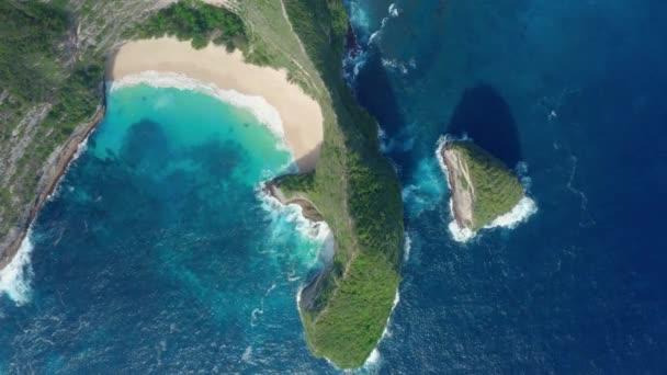Aerial view of Kelingking Beach in Nusa Penida Island, beautiful ocean, mountains