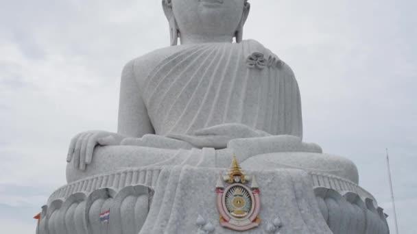 Socha velké bílé Buddhy na ostrově Phuket