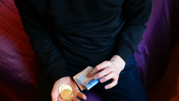 A man chooses between bitcoin and cash ruble