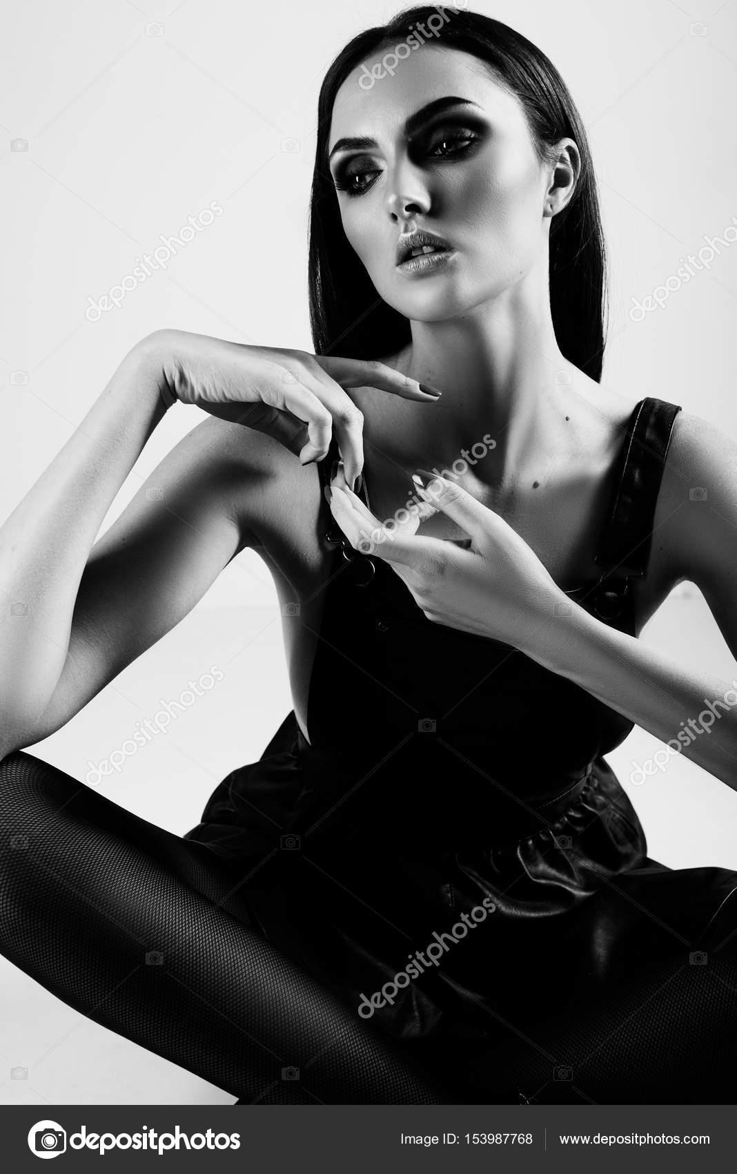 Красивые черненькие эротичные дамы — pic 6