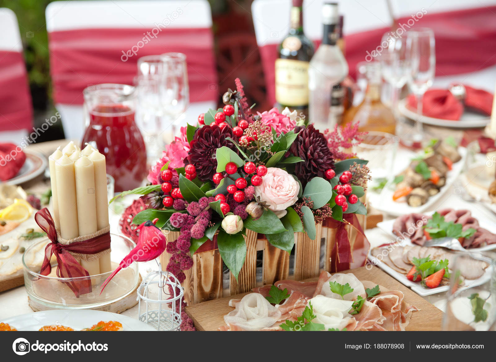 dekorationen f r das festmahl auf den tisch stockfoto taiananur 188078908. Black Bedroom Furniture Sets. Home Design Ideas
