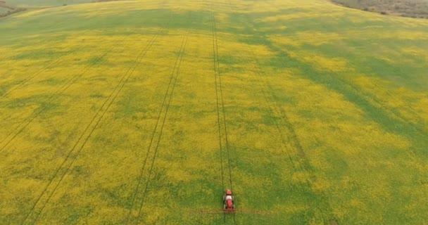 Letecké traktor zařízení oplodnit sprej zemědělství řepka plodin rostlinné pole poblíž Forest