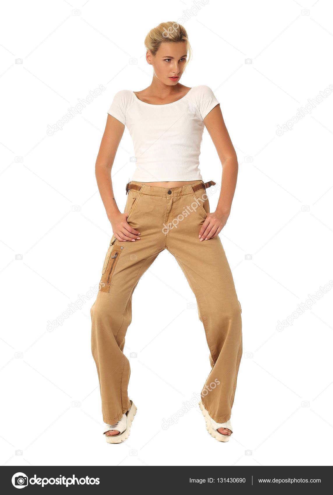 suchen viel rabatt genießen modernes Design Portrait von modischen jungen Model in braune Hose gekleidet ...