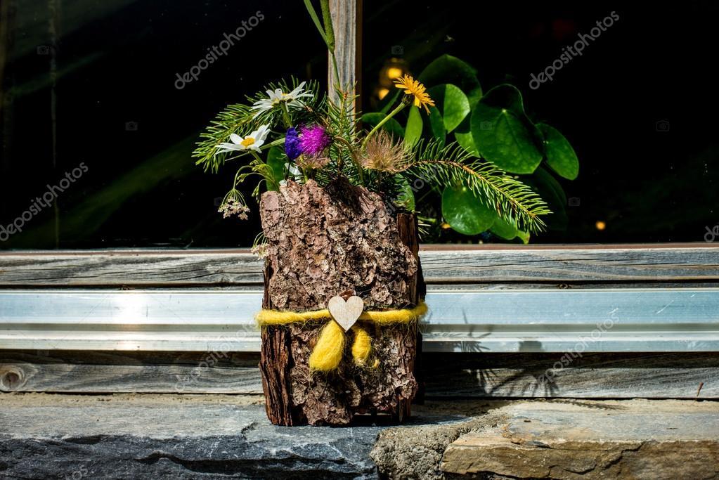 Kwiat W Drewniane Doniczki Ręcznie Robione Grossglockner