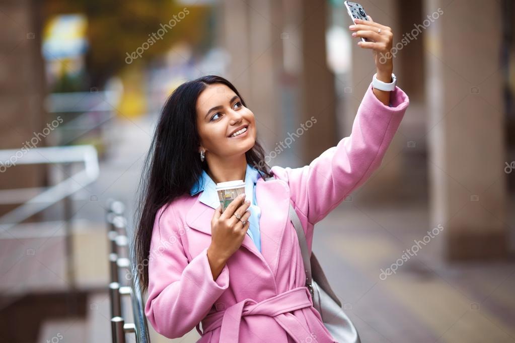 Красивые одетые девушки фото на телефон