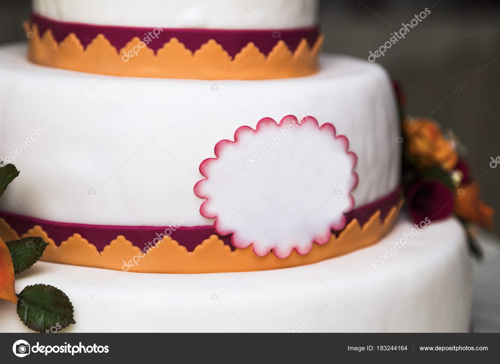 White new beautiful colorful wedding cake in three tiers — Stock ...
