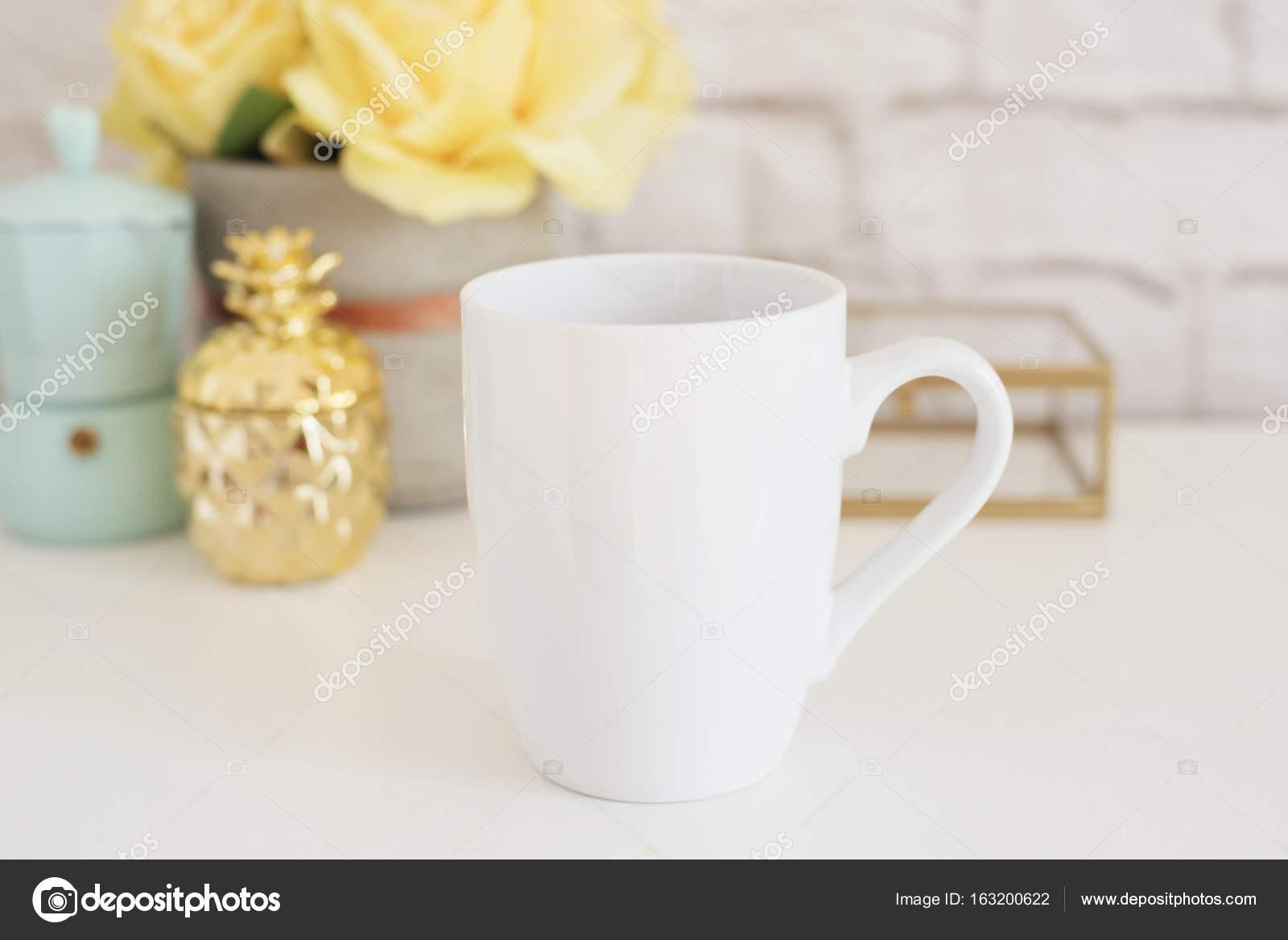 Becher-Mockup. Kaffee-Obertasse Vorlage. Kaffee-Haferl-Druck-Design ...