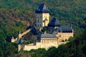 Fotografie Gotický královský hrad Karlštejn