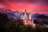 Fotografie Červené večerní oblohy s hradem