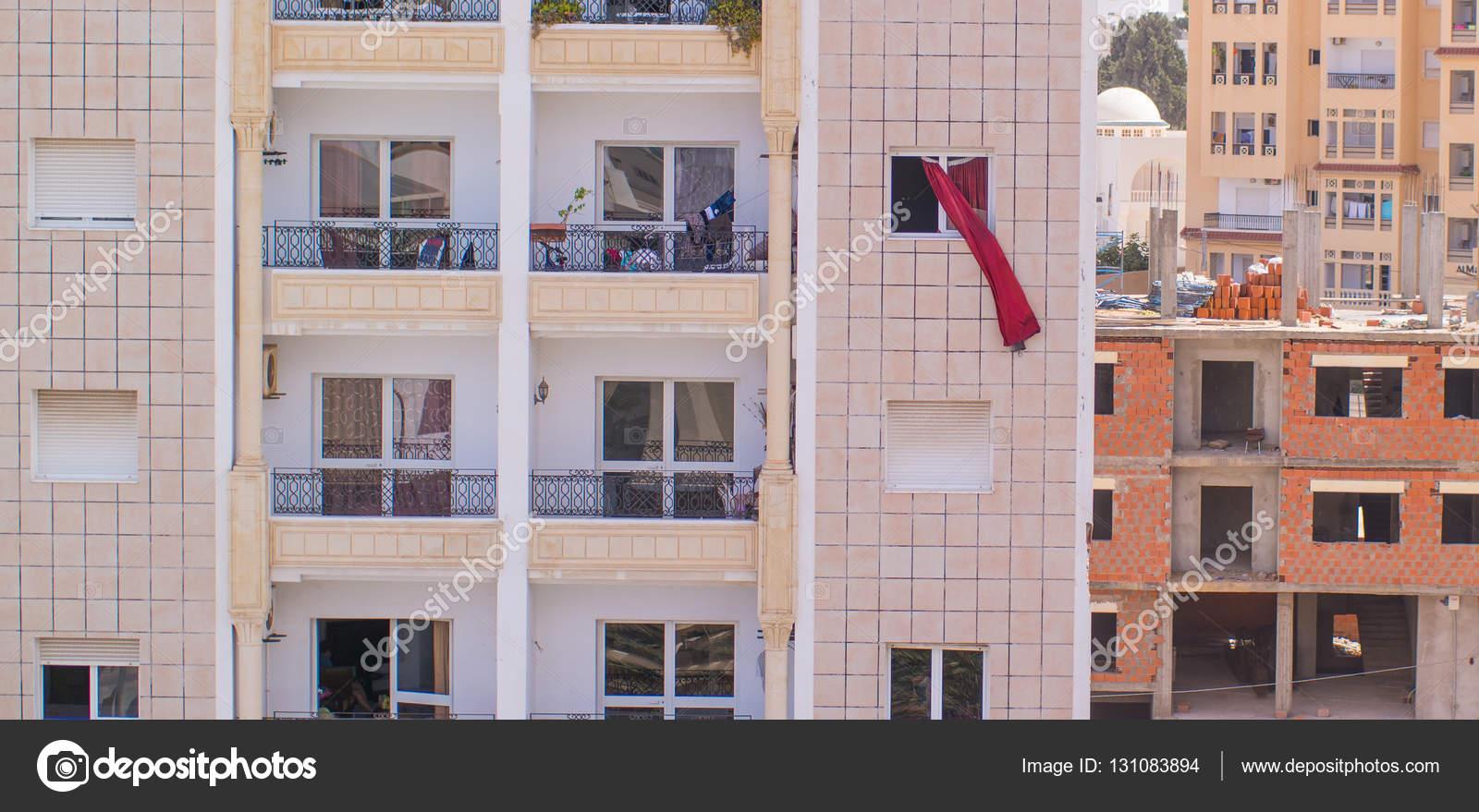 Gordijnen waait in de wind buiten het raam — Stockfoto © qkey.list ...