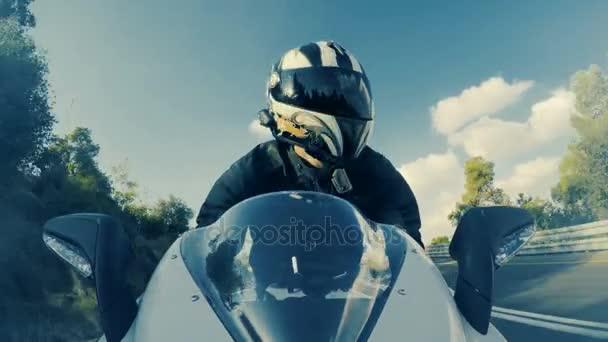 Férfi sport motorkerékpár vezetés