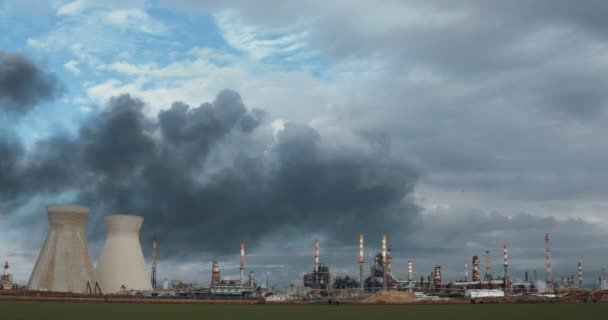 Huge fire accident at oil refinery