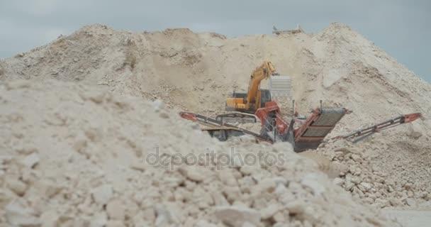 těžká stavební stroje při práci na staveništi dálnice velké