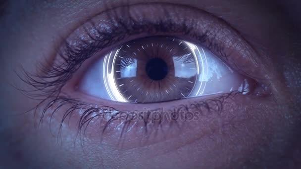 detail z high-tech cyber oka s futuristickou hud hologram