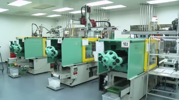 Stroje ve velkých výrobních zařízení