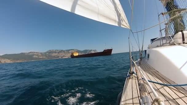 luk na jachtě s v černém moři