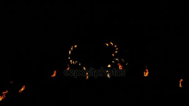 ohňová show od dvou lidí na ulici