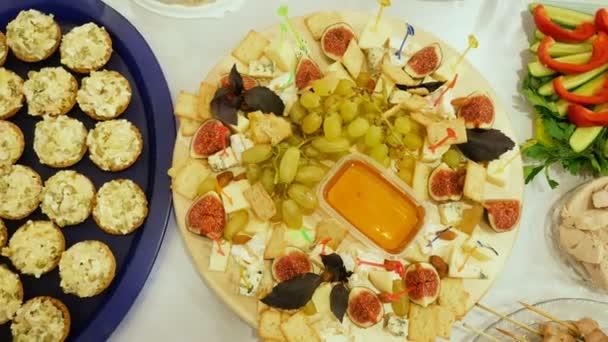 sada sýrový talíř na stůl s medem