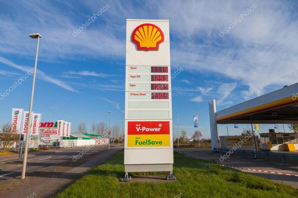 sinal de posto de gasolina shell � fotografia de stock