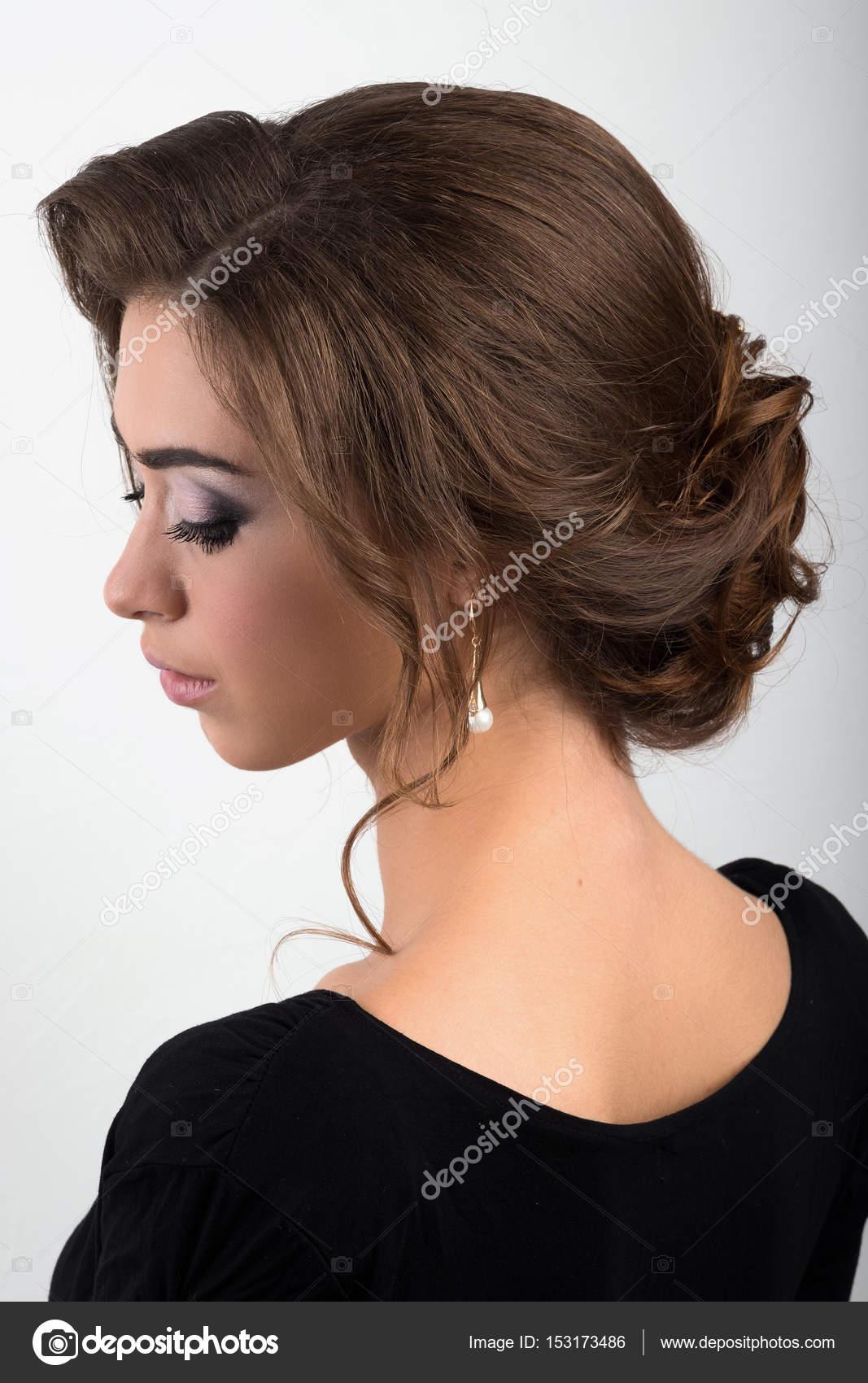 Retrato De Una Joven Morena Con Pelo De Noche Recogidos Y Maquillaje - Ver-recogidos-de-pelo