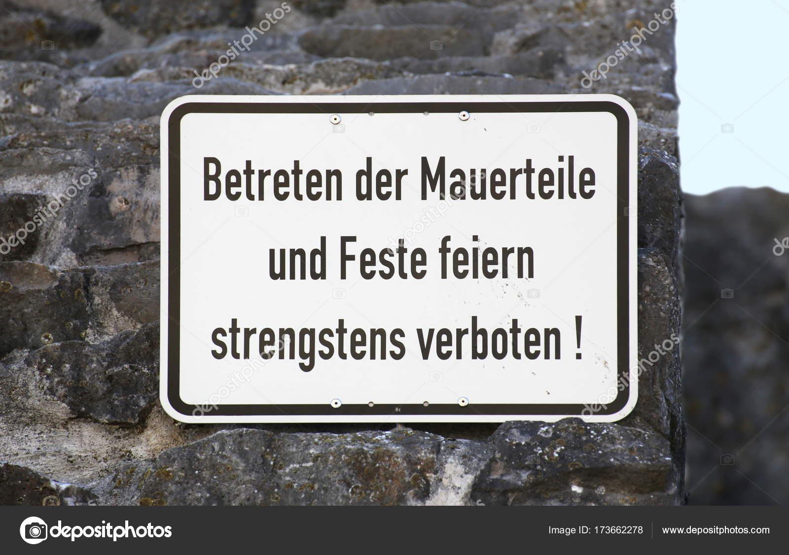 Muestra en Alemania, dice caminar en las paredes y la fiesta prohibida —  Foto de